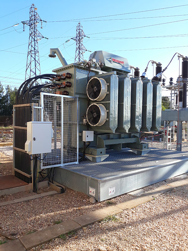 Modular containment bunds fitted with a fire extinguishing system for high-voltage transformers